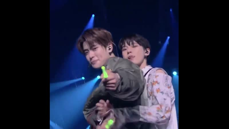 When doyoung back hugged jaehyun during their concert and everyone just loses their mind