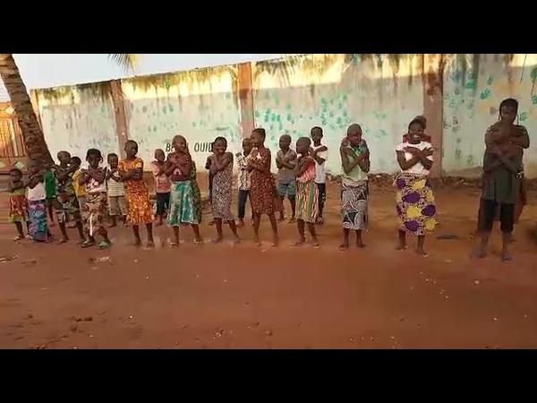 Les enfants de lorphelinat Espoir dEnfant au Bénin dansent sur Jérusalema de Master KG