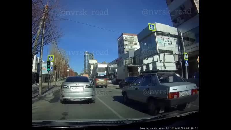 25 02 21 ДТП ул Энгельса Серова Средний и правый ряд