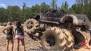 Машина бигфут, она же Монстр-траки Monster Truck, гряземес в соревнованиях в грязи и на то, кто кого перетянет!