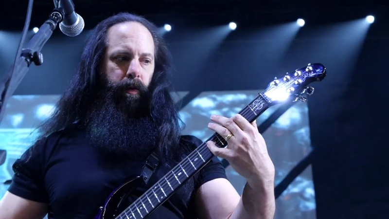 Petrucci Playing some sick guitar riffs [2020]