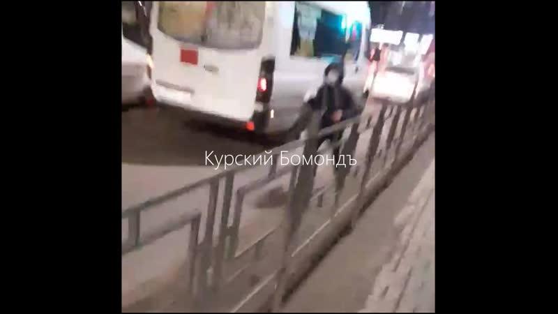 Блевашу обоссали авто