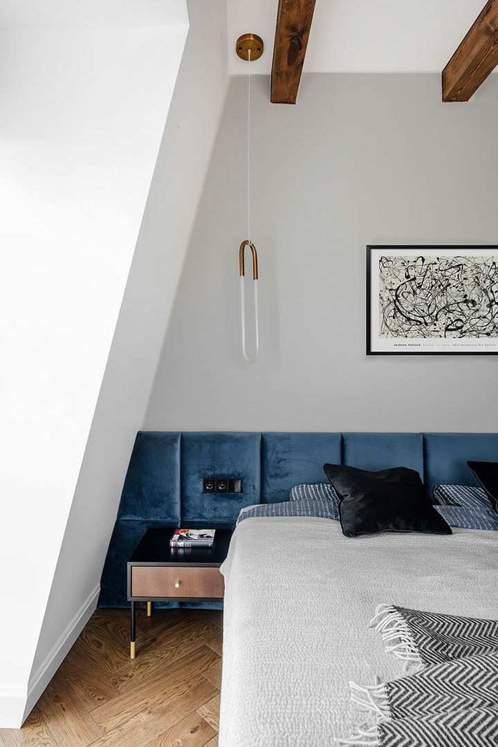 Стильная мансардная квартира с балками для молодой пары в Вильнюсе || 02