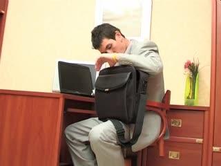 Русский Босс наказывает секретаршу за утерю документов.