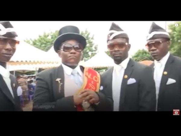 Весёлые похороны африканцы танцуют с гробом на плечах dancing coffin memes compilation