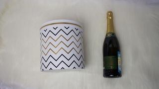 Идея: Новогодний подарок с шампанским в шляпной коробке