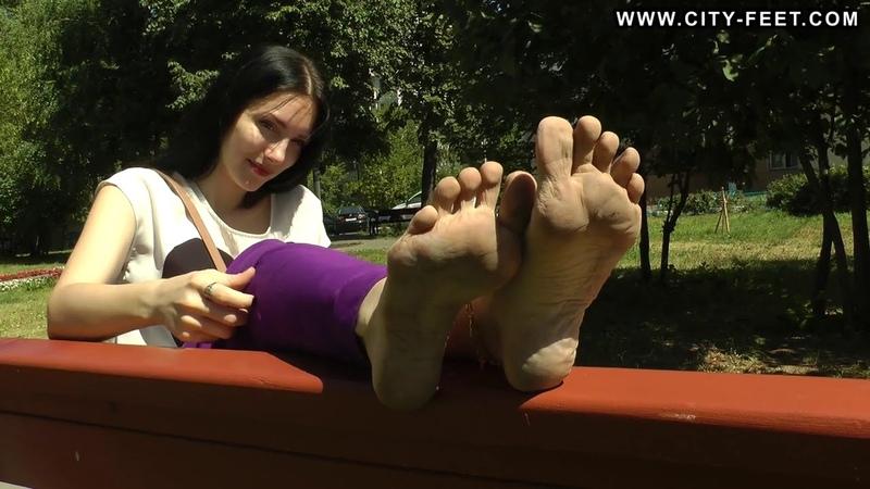 City-Feet.com - Barefoot tease - Liza [4]