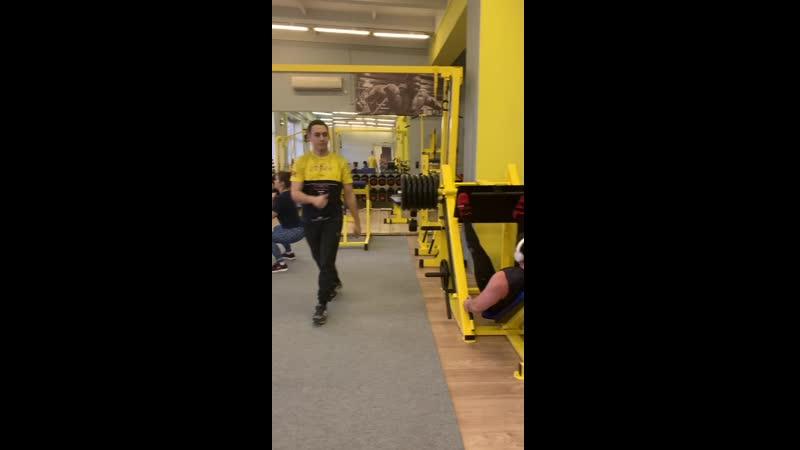Тренировка в тренажёрном зале смотреть онлайн без регистрации