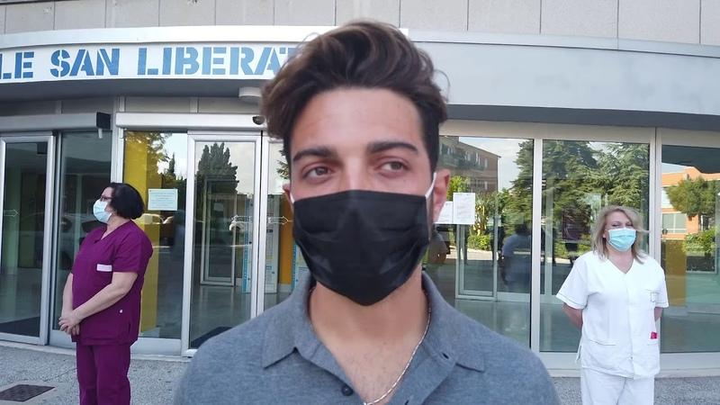 Il cantante Gianluca Ginoble Il Volo visita l'ospedale di Atri