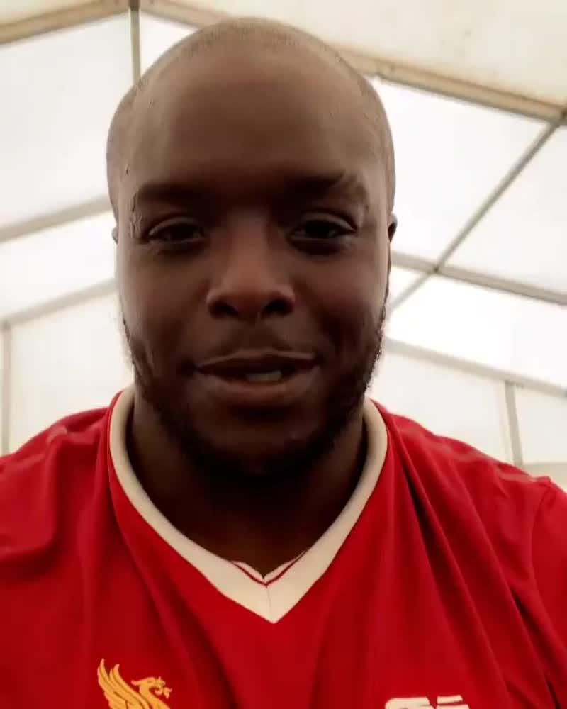 Акинфенва пришел на тренировку в футболке «Ливерпуля»