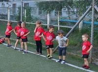 С приходом лета родители часто задаются вопросом о том, нужно ли детям продолжать тренировки?