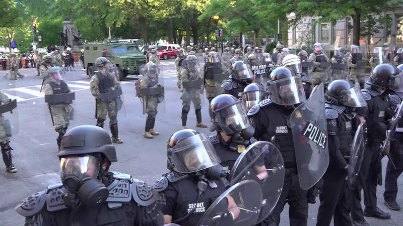 В США все силы полиции брошены на подавление массовых акций протеста