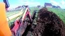 Копаю траншею под водопровод с трактором ЭО-2621ЮМЗ.