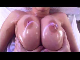 Трахает клиентку с пышными формами во все дыры, oil massage milf busty mom girl orgasm sex porn ass anal tit cum (Hot&Horny)
