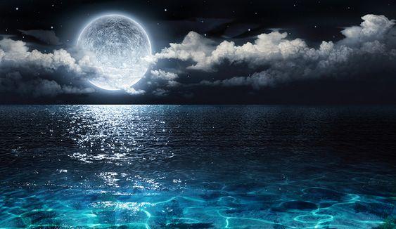 Полнолуние 14 октября 2019 пройдет в 00 ч 08 мин 03 сек по Мск в знаке овна и принесет с Плутоном интенсивные и вызывающие эмоции из квадрата испытаний, но благотворный аспект счастливого Юпитера делает астрологию полной луны в октябре 2019 в целом более