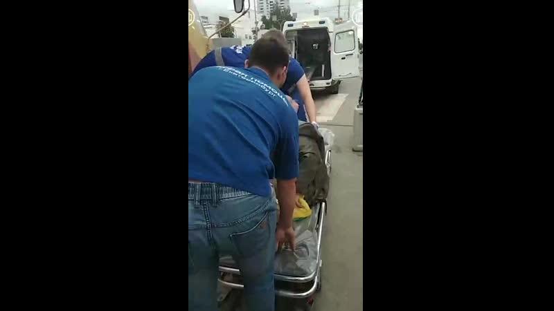 Врачи скорой спасли бабушку, которой стало плохо в трамвае