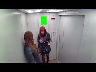 Вандалы в Оренбурге расписали лифт краской