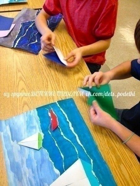 МОРСКАЯ АППЛИКАЦИЯ Очень интересная идея, которая совмещает и рисование, и рваную аппликацию, и оригами. Очень