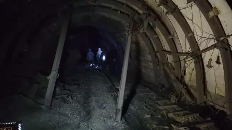 Спасатели спускаются под землю для ликвидации последствий взрыва