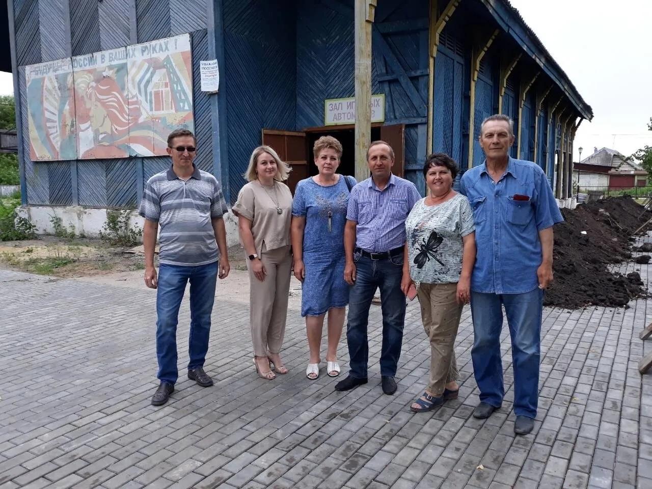 Представители общественного совета Петровского района ознакомились с третьим этапом благоустройства городского парка