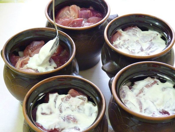 Жаркое в горшочках  Ингредиенты:  свинина - 700 г картофель - 5...