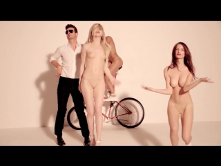 Эмили Ратаковски (Emily Ratajkowski) топлес в клипе Robin Thicke - Blurred Lines . and Pharrell (2013)