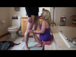 Жена отсасывает молодому при муже который снимает.