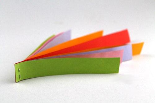 ПОДЕЛКИ ИЗ БУМАГИ К 14 ФЕВРАЛЯ Валентинка из полосок бумаги (поделка-1). Вырежьте 10 полосок бумаги шириной 2 см и длинной: две 12 см; две 14 см; две 16 см; две 18,5 см; две 21 см. Сложите все