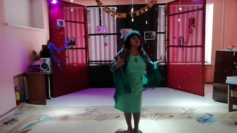 Я пою на новогоднем вечере в клубе -Говорила мама мне