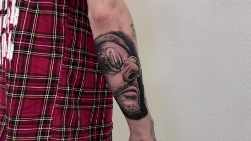 Тату-мастер Илья Разживин (realistic tattoo portrait Leon Jean Reno) | Тату студия Дом Элит Тату (Tattoo Studio Moscow)