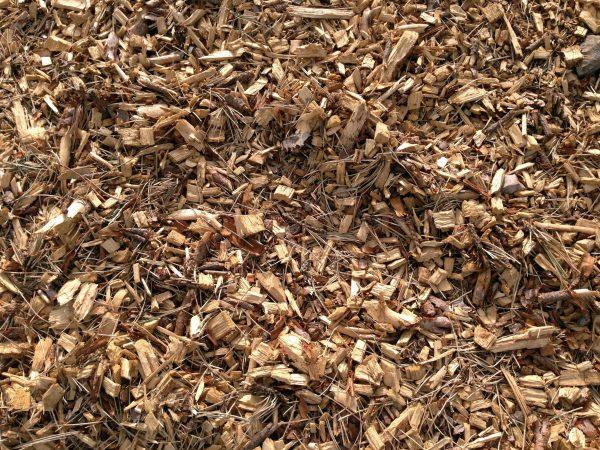 Древесные опилки считаются прекрасным удобрением для садовых и огородных растений Как использовать древесные опилки в качестве удобренияМногие садоводы и огородники стараются удобрять свои