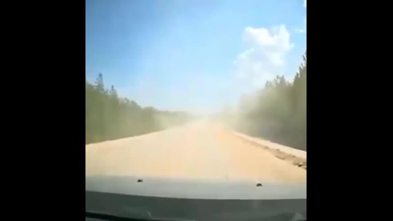 новостироссии дороги жесть rzn_life  Якутские дороги для отчаянных. Вообще, с такой пылью лучше не превышать. Тише едешь – д