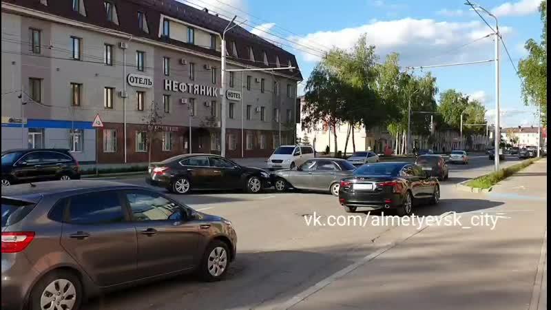Ул Ленина 29 движение затруднено аварией