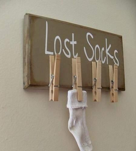 Вот, знаете, говорят, есть венец безбрачия У меня то же самое, только с носками. Мои носки постоянно теряют свою пару, страдая от одиночества. У меня полный ящик чистых красивых носочков разных