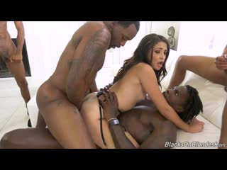 Avi Love Gangbang