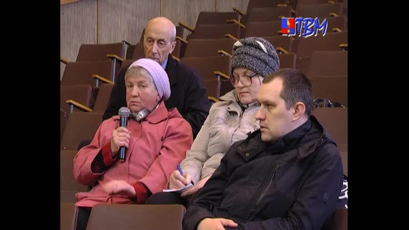Глава города Дмитрий Староверов встретился в четверг в актовом зале городской администрации с инициативной группой горожан.