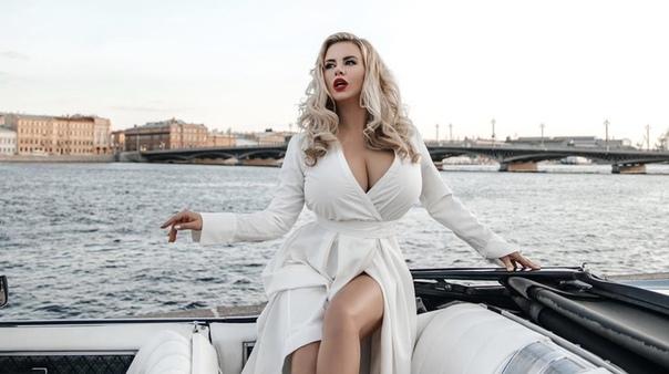 Семенович рассказала о своей болезни груди Певица Анна Семенович призналась, что страдает от генетической патологии под названием гигантомастия. «Есть такой диагноз гигантомастия. Это грудь