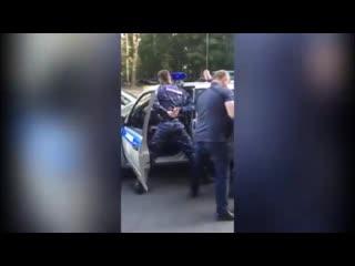 Видео задержания сотрудников Росгвардии, подбросивших наркотики 16-летнему Рифмы и Панчи