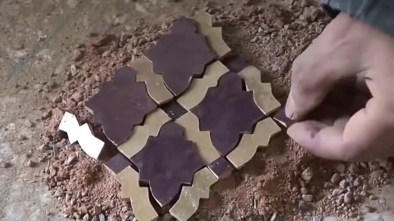 Восхитительная марокканская плитка - ручной труд.