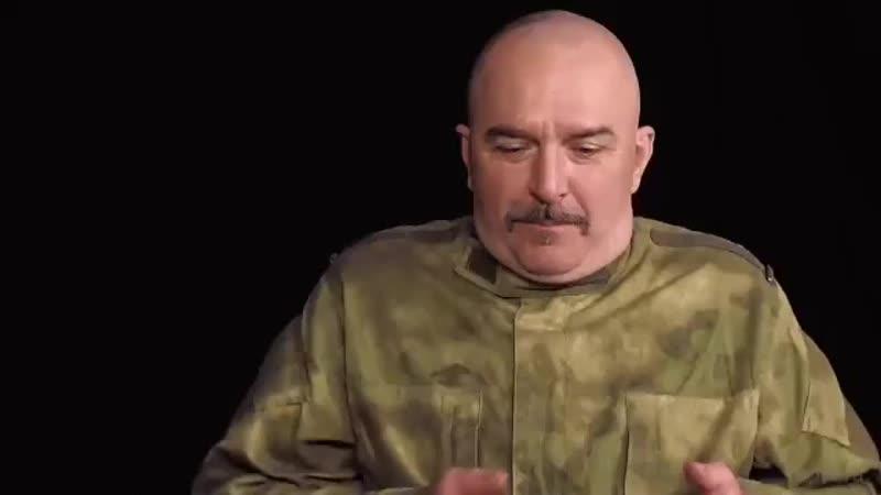 Гоблин и Клим Жуков трогают свиней