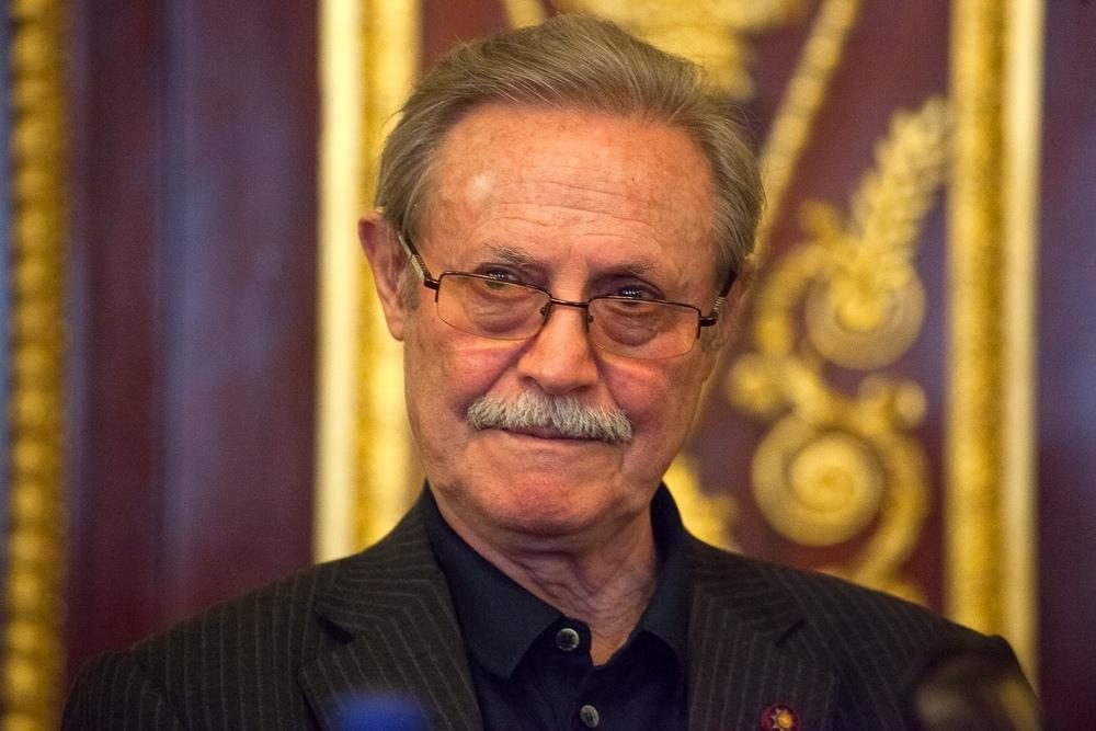 Сегодня свой день рождения отмечает Соломин Юрий Мефодьевич.