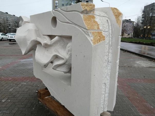 Скульптуры на площади Ленина, которые сделали маст...