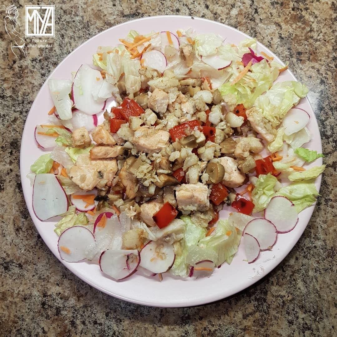 Теплый салат с рыбой и овощами