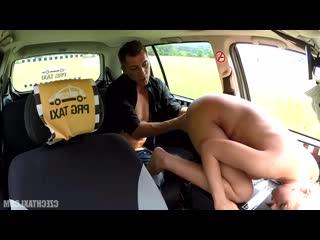Похотливый таксист прокатил на своем хуе блонду  (такси,блондинка,наездница,сочно,стоны)