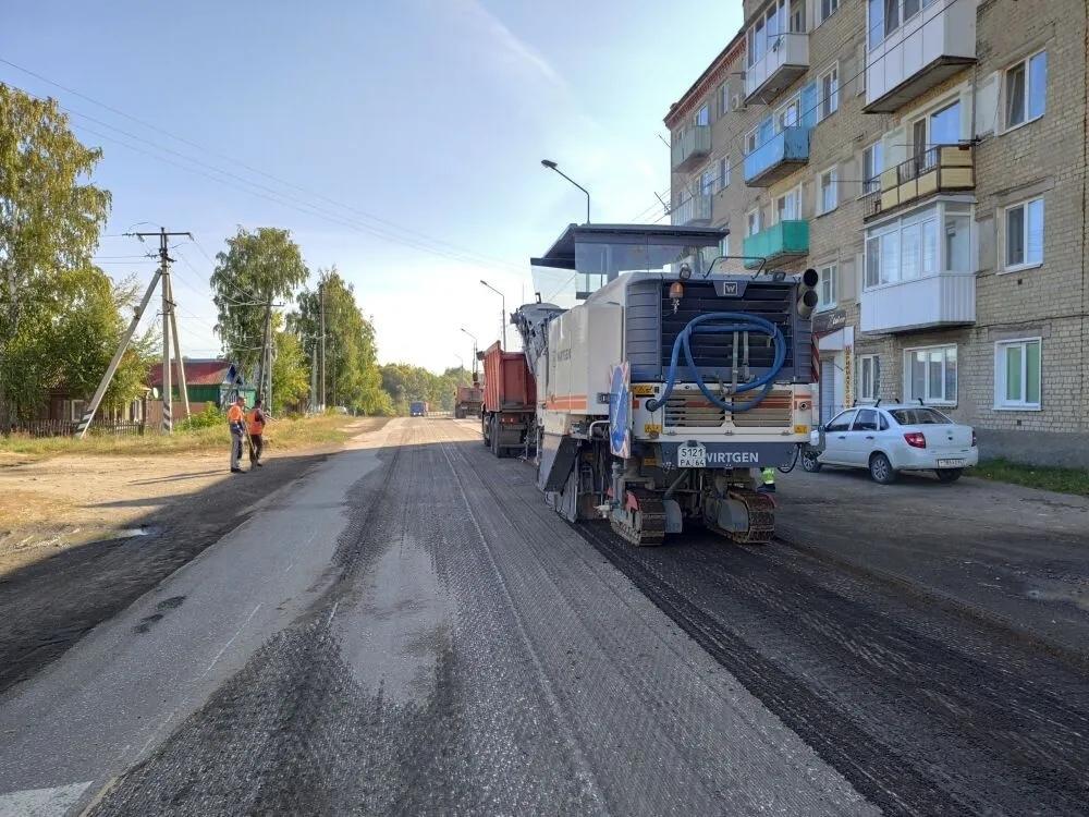 На улице Братьев Костериных в Петровске проводится ремонт дорожного покрытия: водителей просят выбирать альтернативные пути движения