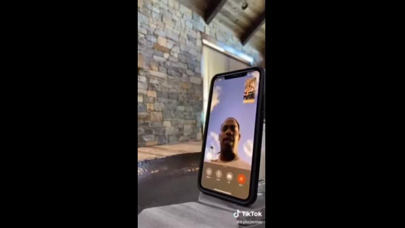 Реакция Travis Scott на звонок семьи Кардашьян по FaceTime Новая Школа