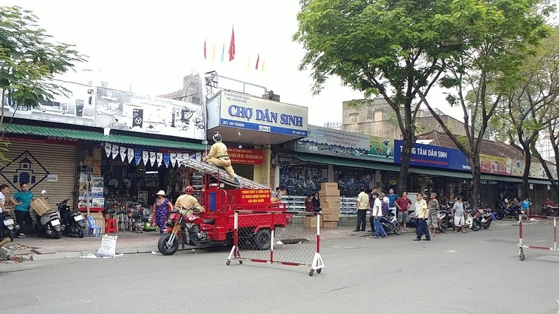 Rare civil defense fire engine tricycle responded to Dan Sinh market mission in Sai Gon