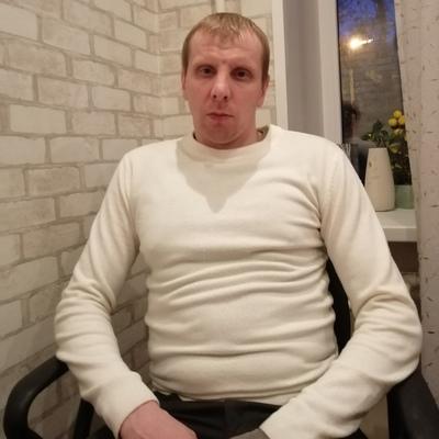 Денис Леонов