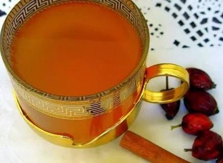 ШИПОВНИК С МЁДОМ ОТ ХРОНИЧЕСКОЙ УСТАЛОСТИ Эффективным средством от хронической усталости считается шиповник с мёдом. Этот напиток стоит употреблять вместо чая или кофе. Приготовление: 1.