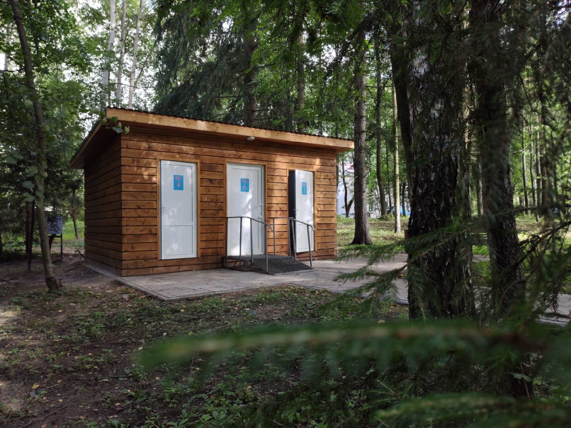 На Менделеевской набережной в Дубне заработал бесплатный комфортабельный туалет